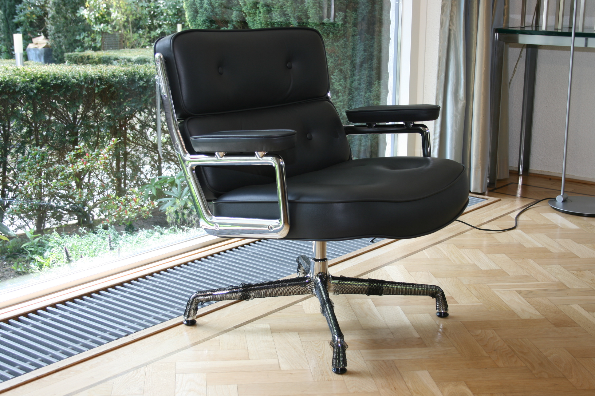 Eames Lobby Chair EA105