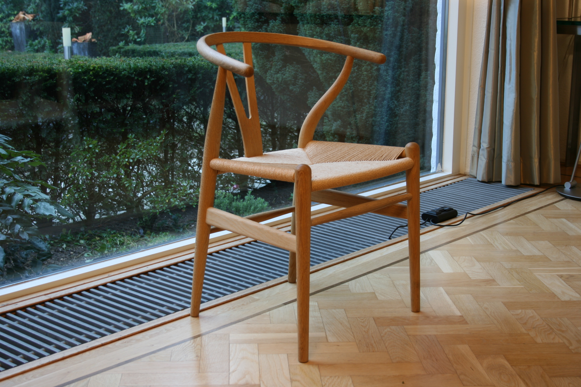 Hans Jorgen Wegner Wishbone Chair CH24